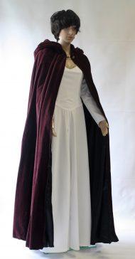 Middeleeuwse jurk met cape
